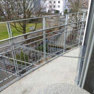 Nottreppenturm-Gittertor erst. und montieren