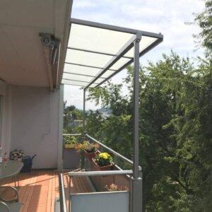 Balkonvordach mit Glas