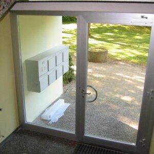 Seitenverglasung Hauseingang Glas ersetzt.