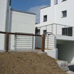 Haus 7 Nachtrag Geländer Hauseingang