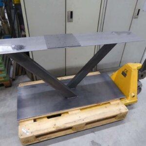 Tischgestell aus Stahl roh