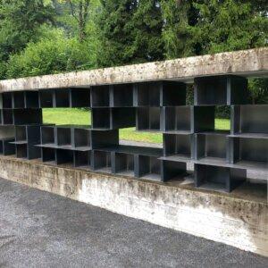 Friedhof Urnenwand