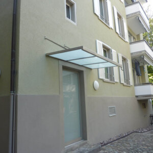 Hintereingang mit Dach